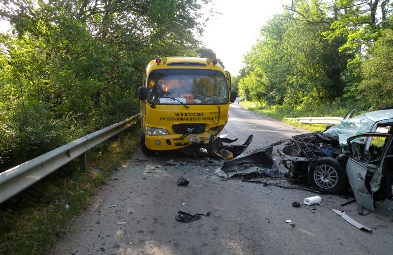 Тежка катастрофа с ученически автобус