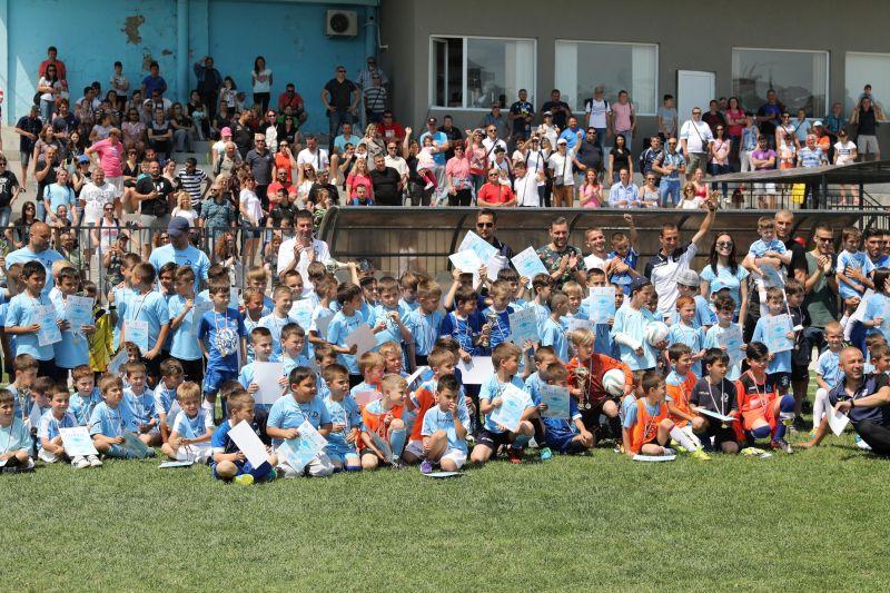 Над 350 деца се включиха