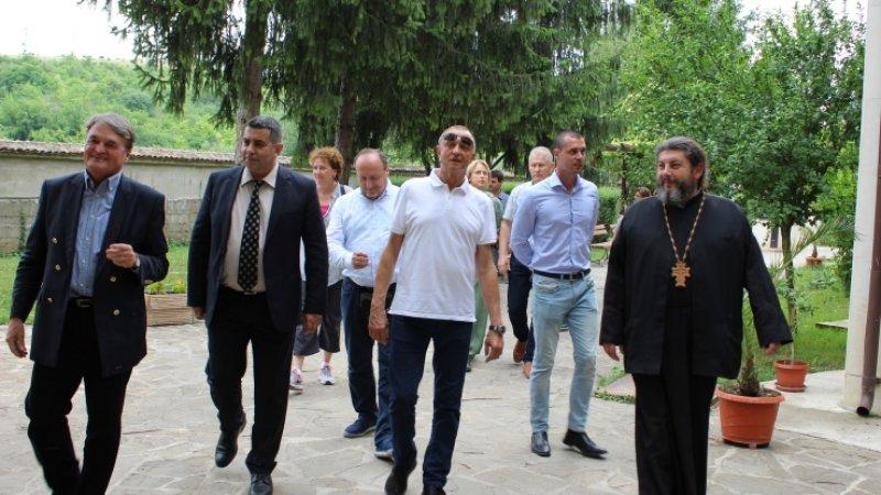 "Дипломатически ""десант"" в Басарбовския манастир"