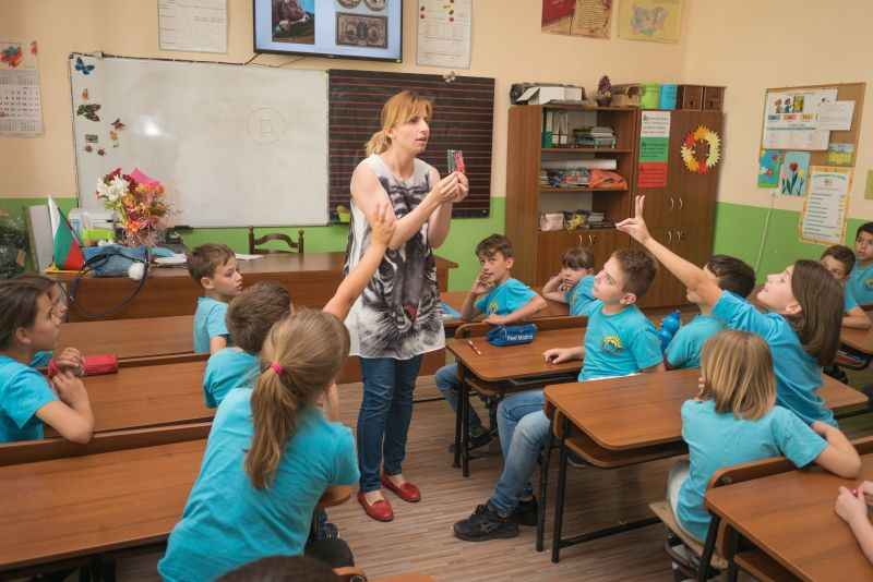 900 деца от Русе получиха финансова грамотност