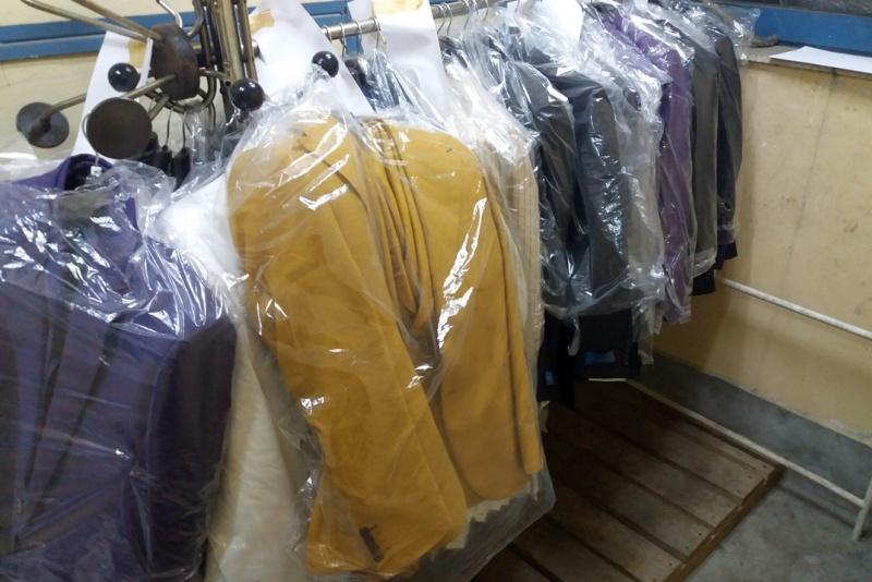 голямо количество маркови дрехи