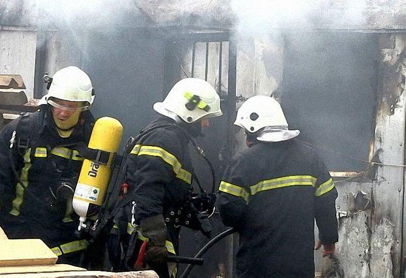 Двама души са загинали при пожари през почивните дни