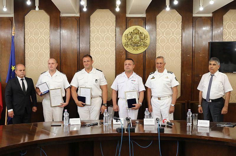 Трима военнослужещи от Военноморските сили