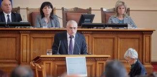 Стоилов напуснал страната легално