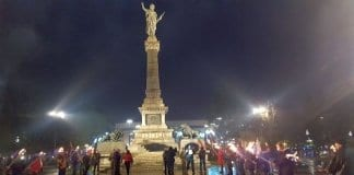 протестно факелно шествие
