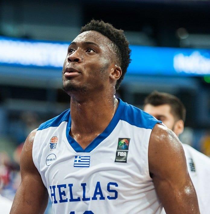 """Спортен коментатор нарече """"маймуна"""" баскетболната звезда Танасис Адетокумпо"""
