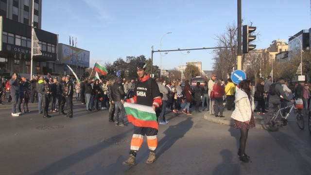 Масови протести срещу високите цени на горивата