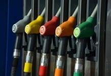 Дядо Коледа донесе най-евтиния бензин