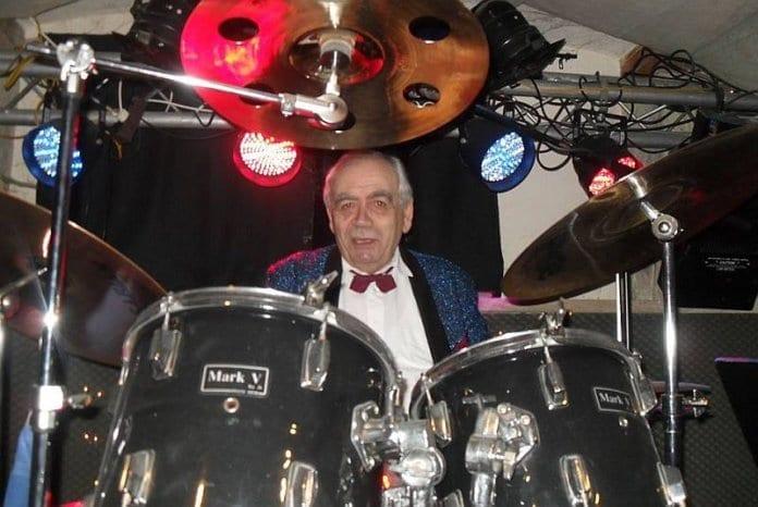 Барабанистът Илко Петров