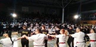 Над 500 танцьори