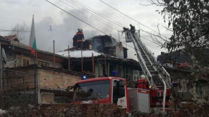 Пожар унищожи няколко къщи в старинния квартал