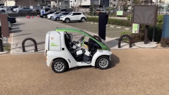 Японски хуманоид управлява самостоятелно автомобил