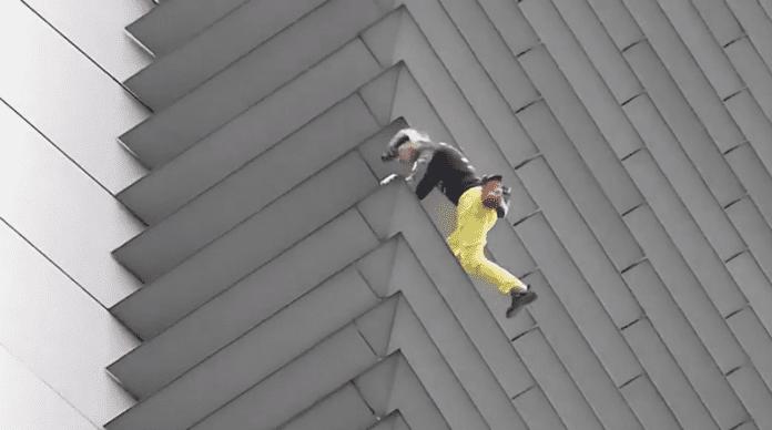 Френският Спайдърмен изкачи небостъргач в Манила