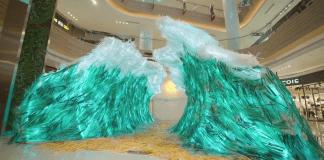 """Фотограф създаде """"вълна"""" от пластмасови сламки"""