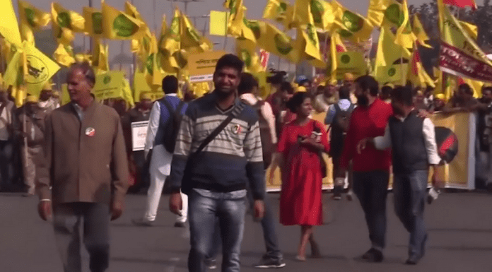 200 милиона души стачкуват в Индия