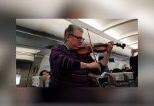 Български цигулар – с виртуозно изпълнение в самолет
