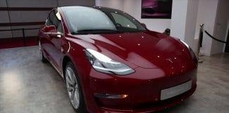 Tesla дава $250 000 и безплатна кола на хакери