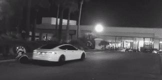 """Автопилот на Tesla блъсна робот и """"избяга"""""""