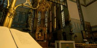 Анонимен дарител остави 160 000 евро в църква