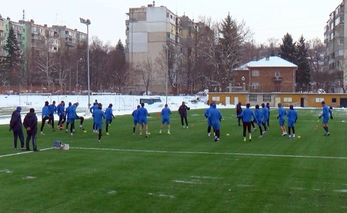 """12 нови футболисти започват подготовка с """"Дунав"""" за пролетния дял на първенството в Първа лига.Това стана ясно на първата тренировка"""