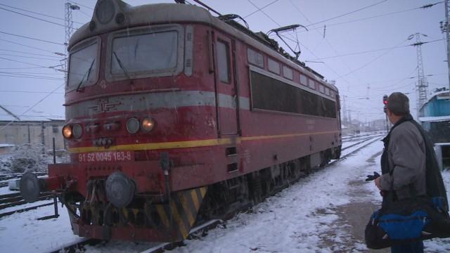 Локомотивът на влака Русе-София се запалил