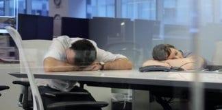 Финландци спят на работното си място, а работодателите плащат