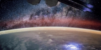 Русия ще качи двама космически туристи на МКС през 2021 г.