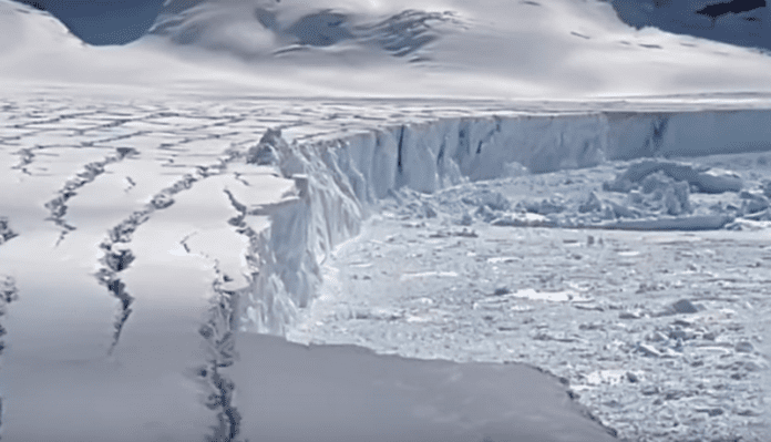 Айсберг, по-голям от Ню Йорк, се отцепва от Антарктика