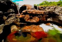 Реката, която променя цвета си
