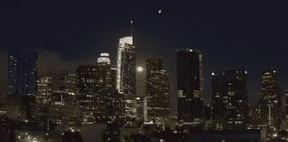 Полицията успокоява хората в Лос Анджелис