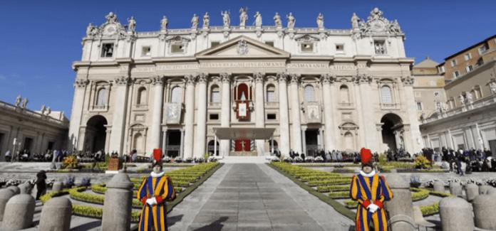 Гвардейците на папата ще носят 3D принтирани шлемове