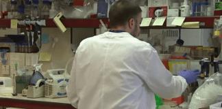 Излекуваха пациент от ХИВ и рак едновременно