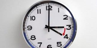 Въртим стрелките на часовниците