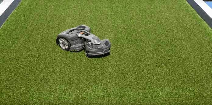 Представиха робот, който тихо коси трева при всякакви терени