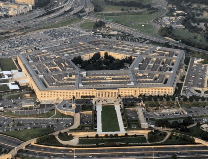 Кой ще спечели проект за 10 милиарда долара на Пентагона?