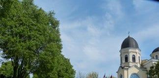 русенци извиха опашки пред храмовете на Цветница