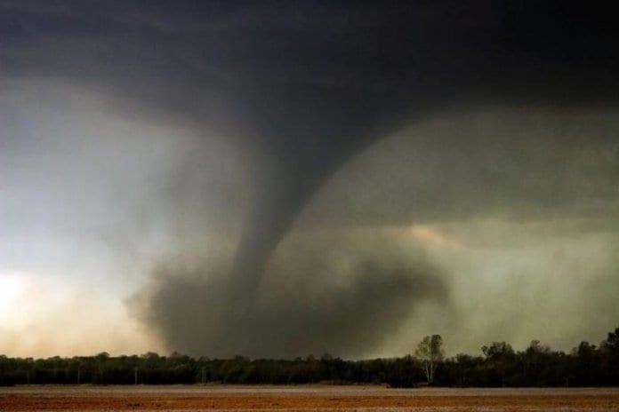 Червен код за опасност от торнадо
