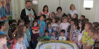 60 деца от