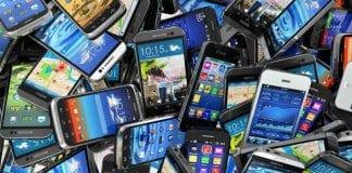 Голямо количество телефони и цигари