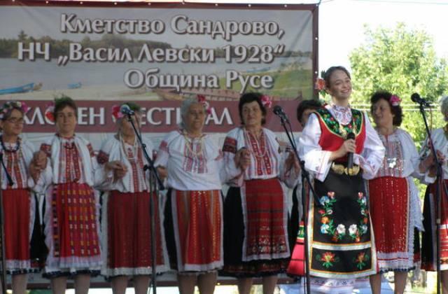"""""""Сандрово пее и танцува"""