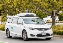 Въвеждат безпилотни таксита без контролен водач