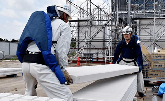 Възрастните японци използват екзоскелети и продължават да работят